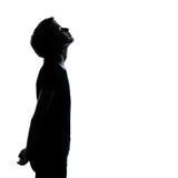 Ein junger Jugendlichjunge oder -mädchen, die oben schauen Lizenzfreies Stockfoto