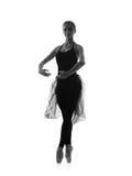 Ein junger kaukasischer Balletttänzer in einem schwarzen Kleid Stockfotografie