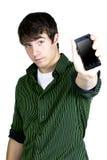 Ein junger Mann, der ein Telefon anhält Stockfotos