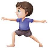 Ein junger Mann, der Yoga tut lizenzfreie abbildung