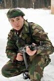 Ein junger Mann in einer Tarnung Lizenzfreies Stockbild