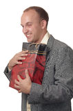 Ein junger Mann mit einem Geschenk. Stockbilder