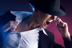 Ein junger Popstar, der am Konzert durchführt Lizenzfreies Stockbild