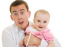 Ein junger Vater mit einem Schätzchen Stockbilder