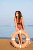 Ein junges Mädchen auf dem Strand Lizenzfreie Stockbilder