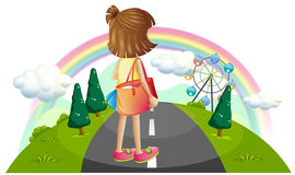 Ein junges Mädchen, das mitten in der Straße steht stock abbildung