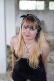 Ein junges Mädchen in den Ruinen Lizenzfreies Stockfoto