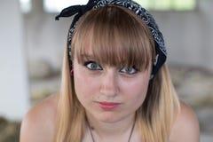 Ein junges Mädchen in den Ruinen Lizenzfreies Stockbild