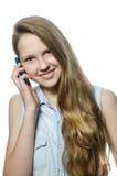 Ein junges Mädchen mit Mobil, Jugendlicher stockbild