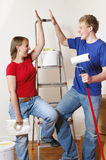 Ein junges Paar in der Wohnung Stockfoto