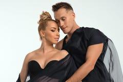 Ein junges Paar im Studio Stockfotos