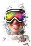 Ein junges Snowboardmädchen, das einen Sturzhelm tragen und Gläser setzten heraus ihre Zunge Die Maske reflektiert die Nachfrage Lizenzfreies Stockfoto