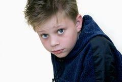 Ein Juniorportrait auf dem weißen Hintergrund Lizenzfreies Stockfoto