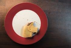 Ein Käsesandwich gegessen und mit den Bissen genommen aus dem Sandwich heraus Stockfotografie