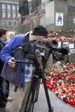 Ein Kameramann, der Tribut zu Vaclav Havel dokumentiert Stockbild