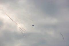 Ein Kampfflugzeug in der Aktion Stockfotos