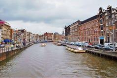 Ein Kanal in Amsterdam Stockfotos