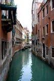 Ein Kanal in Venedig Italien Stockbild