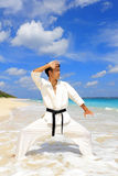 Ein Karate kata Trainingsmann Lizenzfreie Stockbilder