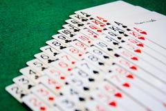 Ein Kartenstapeles ausgebreitet Lizenzfreie Stockfotografie
