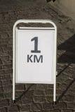 Ein Kilometer-Rennzeichen Lizenzfreies Stockbild