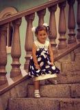 Ein Kind, ein kleines Mädchen stockfotos