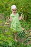 Ein Kind im Garten Stockbild