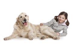 Ein Kind mit ihrem Hund Lizenzfreie Stockbilder