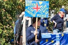 Ein Kind, welches das brexit am Impuls von Europa-Demo protestiert stockfotografie
