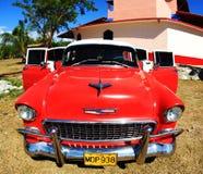 Ein klassisches altes Auto ist rote Farbe Stockbilder
