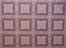 Ein klassisches Muster des public domain auf der Tempeldecke, von Wat P Lizenzfreie Stockfotos