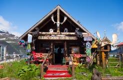 Ein kleiner exzentrischSouvenirladen in Alaska Lizenzfreie Stockfotos
