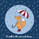 Ein kleiner Fuchs geht in den Regen mit einem Regenschirm und Stiefeln Stockbild