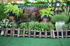 Ein kleiner Garten vor dem Stadium lizenzfreie stockbilder