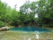 Ein kleiner Gebirgssee im Nationalpark Prokletije Lizenzfreies Stockfoto