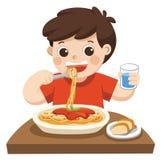 Ein kleiner Junge glücklich, Spaghettis zu essen lizenzfreie abbildung