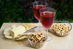 Ein kleiner Snack mit Wein Stockbild