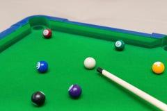 Ein kleiner Snookerspielzeugsatz Lizenzfreies Stockfoto