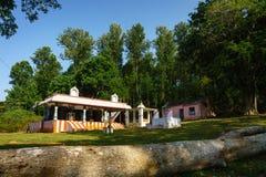 Ein kleiner Tempel umgeben durch Bäume, Yercaud Lizenzfreies Stockfoto