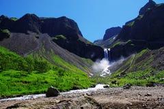 Ein kleiner Wasserfall Lizenzfreies Stockfoto