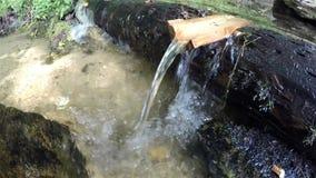 Ein kleiner Wasserfall stock video footage