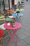 Ein kleines Café am Straßenrand Lizenzfreies Stockfoto