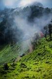 Ein kleines Dorf auf Bergen von HIMACHAL Lizenzfreies Stockbild