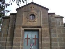 Ein kleines Kirchengebäude Stockbilder