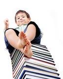 Ein kleines nettes Kind und Bücher Stockfoto