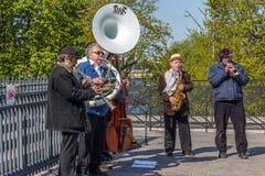 Ein kleines Orchester an der Paris-Straße Stockfotos