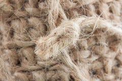 Ein Knoten Jutefaserschnur vom Hintergrund lizenzfreies stockfoto