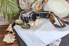 Ein Koffer für Feiertage stockfoto