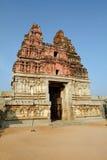 Ein Kommunikationsrechnerkontrollturm in den Virupaksha Tempelruinen stockfotografie