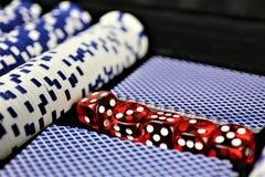 Ein Konzept Bild einiger Pokerchips in einem Kasino Lizenzfreie Stockbilder